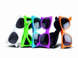 Barevné sluneční brýle